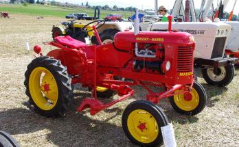 3ème_Salon_des_tracteurs_anciens_-_Moulin_de_Chiblins_-_18082013_-_Tracteur_Massy-Harris_Pony_-_1956_-_droite