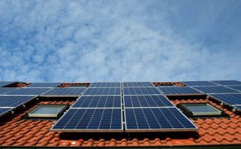 En résumé, les panneaux solaires sont des équipements qui produisent de la chaleur ou de l'électricité. Ils peuvent être installés sur tous les bâtiments ayant besoin d'énergie