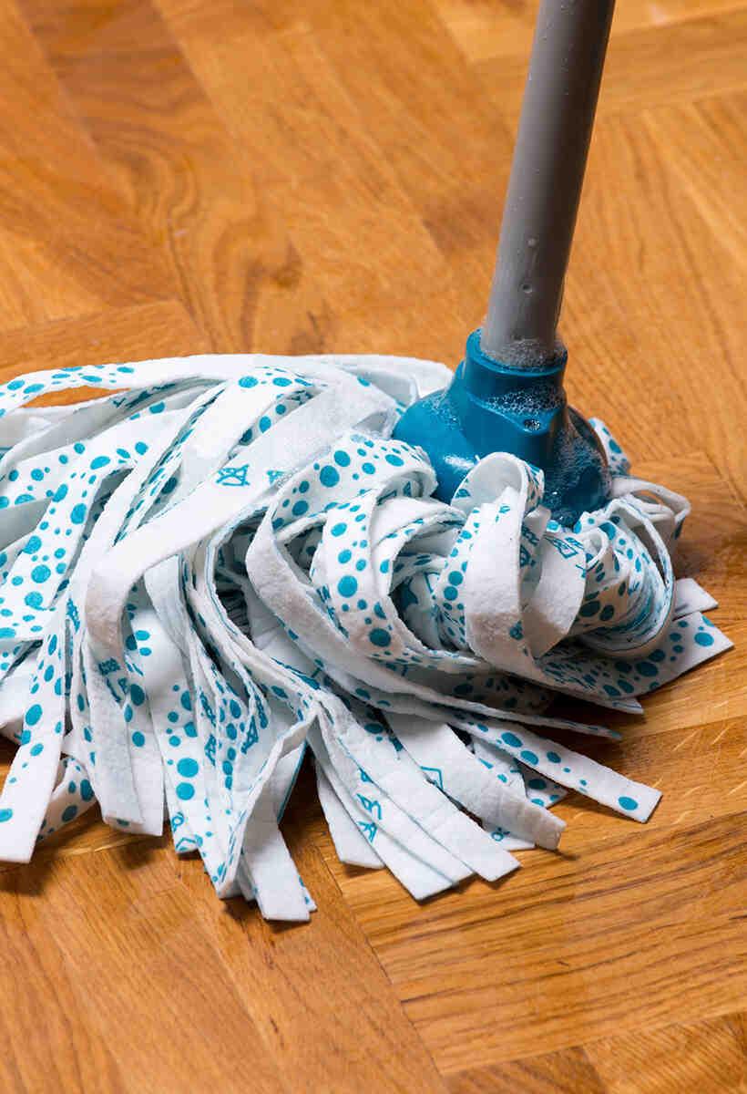 Quel produit pour laver un parquet flottant ?